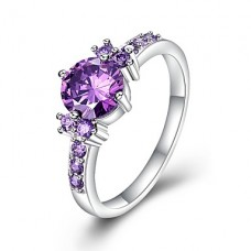 Кольцо с лиловым цирконием