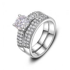 Кольцо с искусственным бриллиантом