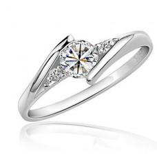 Кольцо серебряное с искусственным алмазом