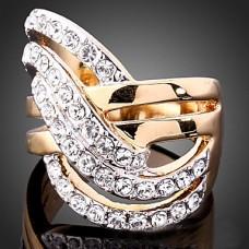 Кольцо из ювелирного сплава с позолотой и цирконием